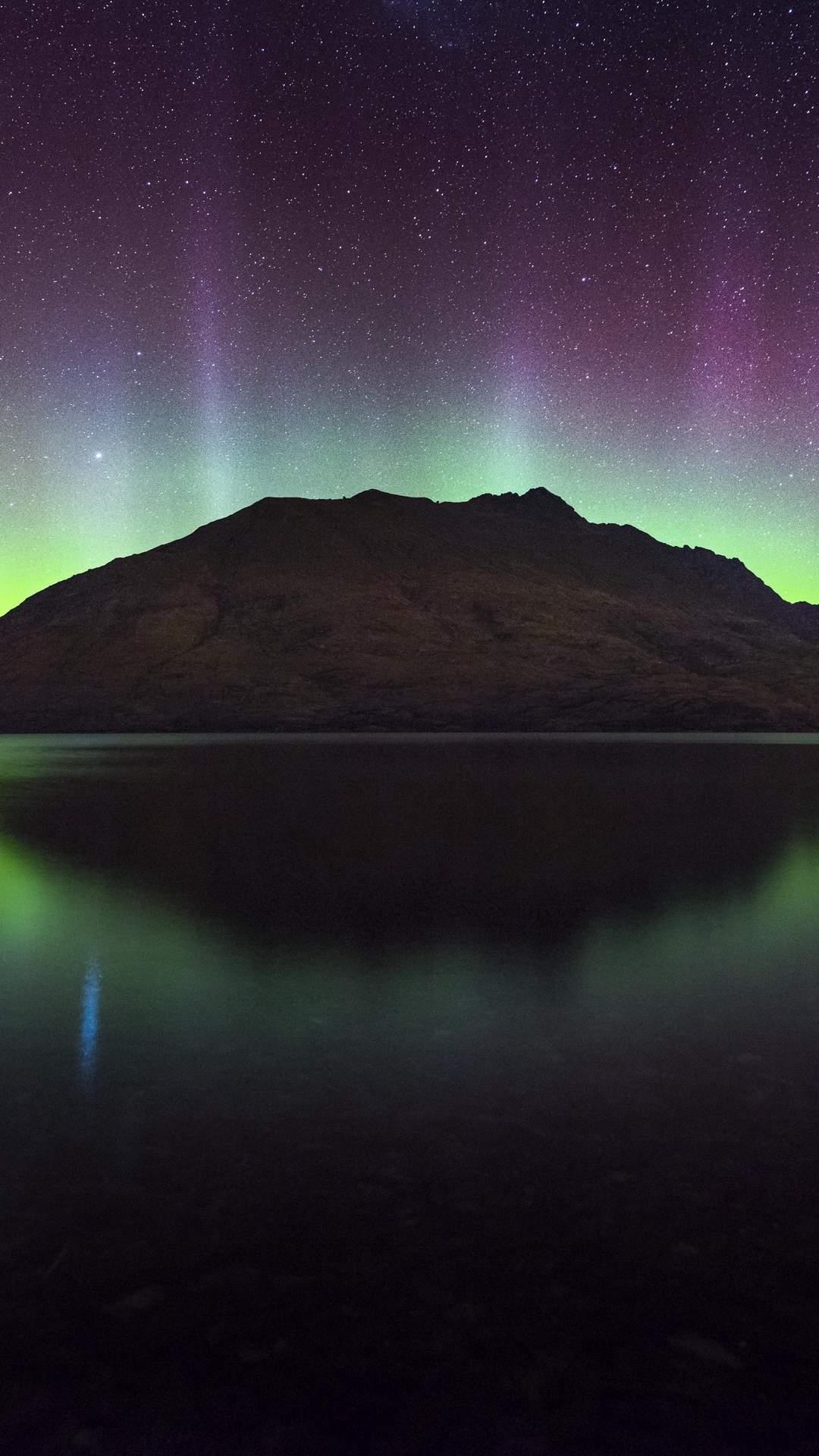 northern lights aurora mountain 125720 1080x1920 - Pack de Fondos de Pantalla de Montañas