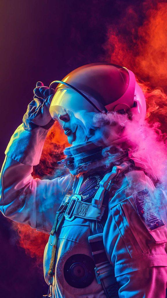 astronaut coloured smoke 4k eu 1080x1920 1 576x1024 - 15 Fondos de Pantalla de Astronautas