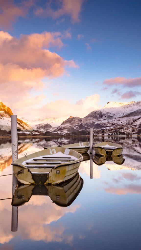 lake boats reflection 5k v7 1080x1920 1 576x1024 - 27 Fondos de Pantalla en alta definicion para tu celular