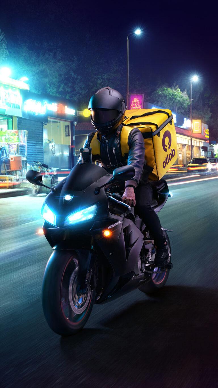 delivery boy 4k 6z 1080x1920 1 768x1365 - Los Mejores Fondos de Pantalla de Motocicletas